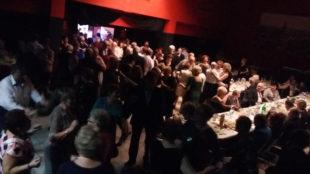 Seniorzy tańczą